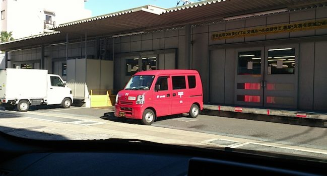 郵便局とバス