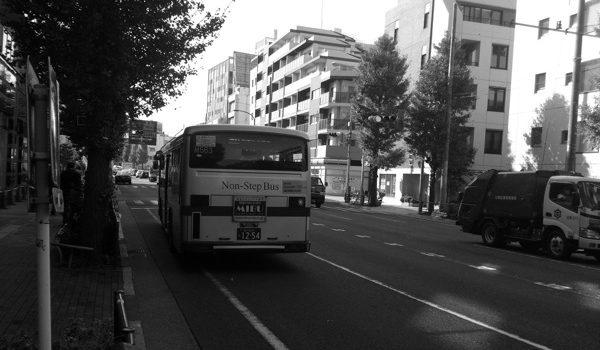 平日の昼下がりのバス