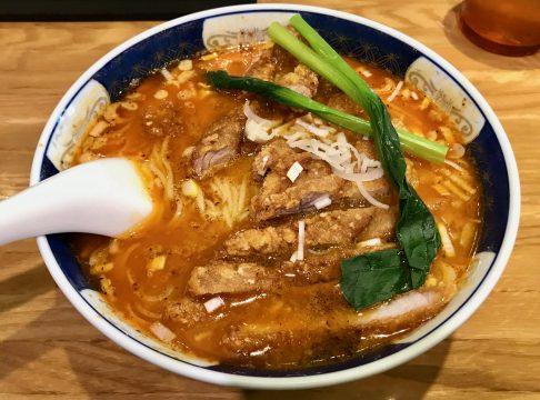 支那麺はしご・赤坂店の排骨担々麺(大辛)で温まる