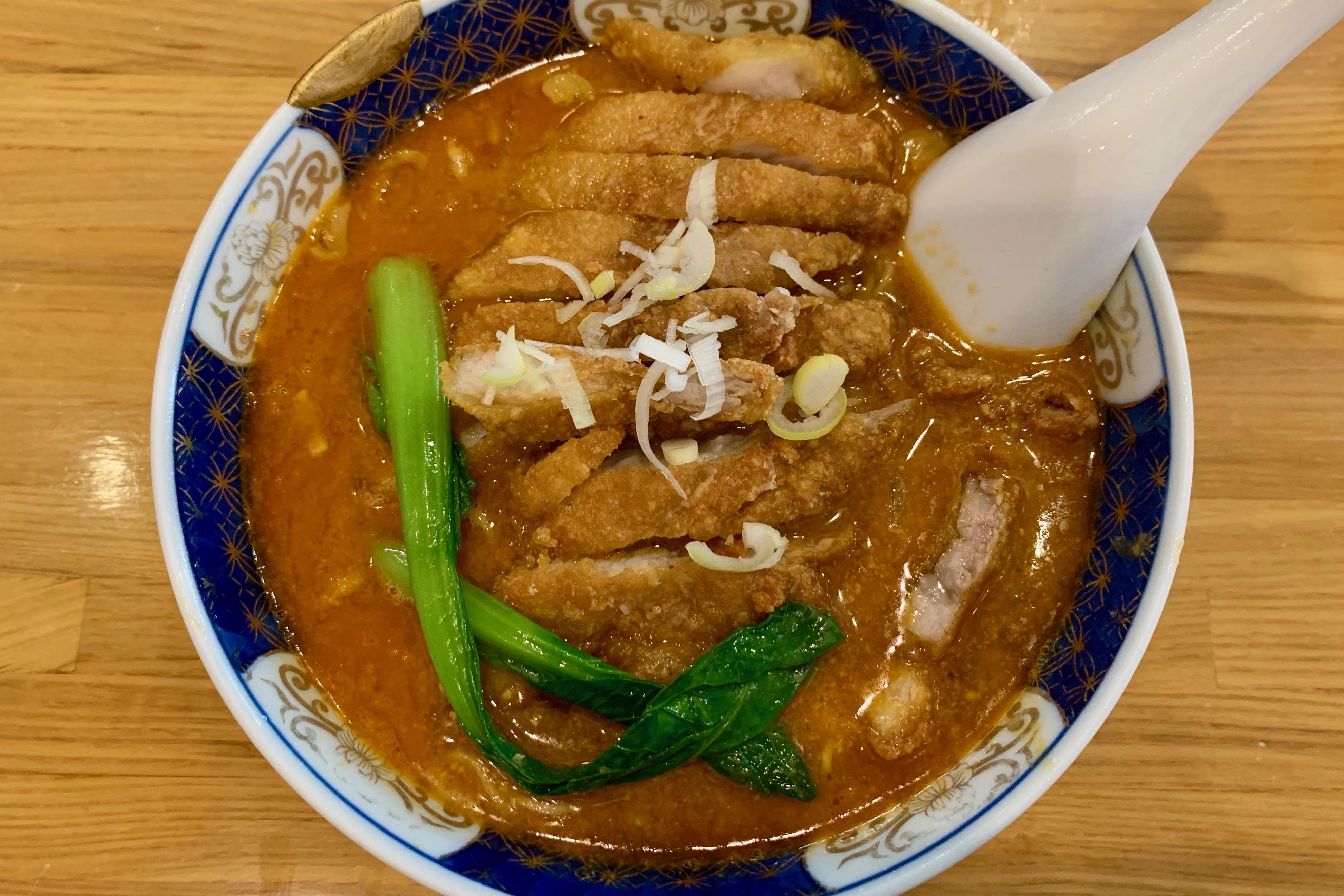 溜池山王のはしごの排骨担々麺
